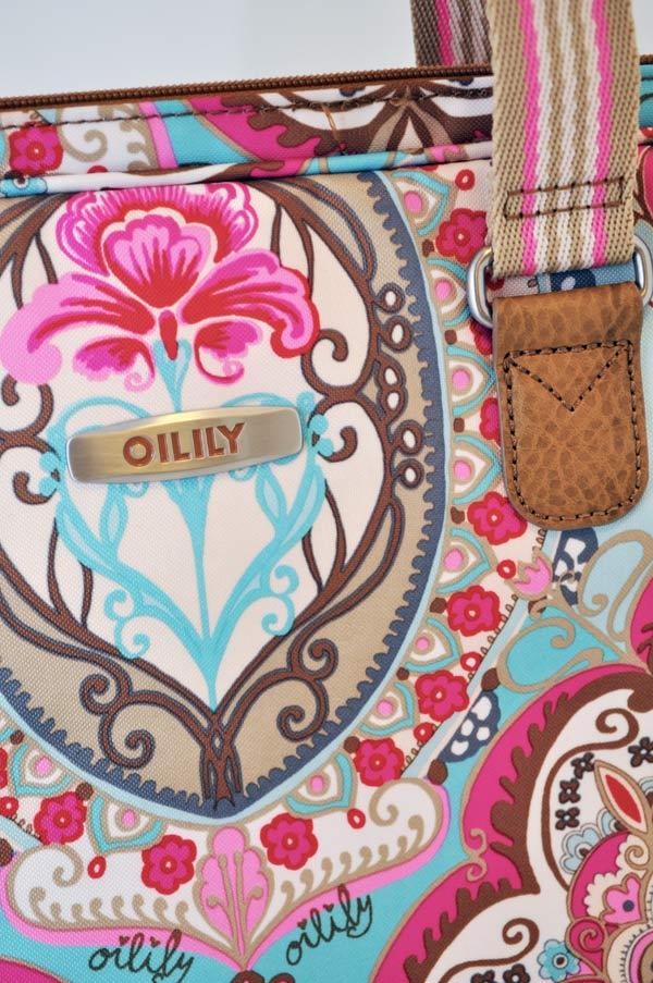 oilily-laptop-sand-closeup