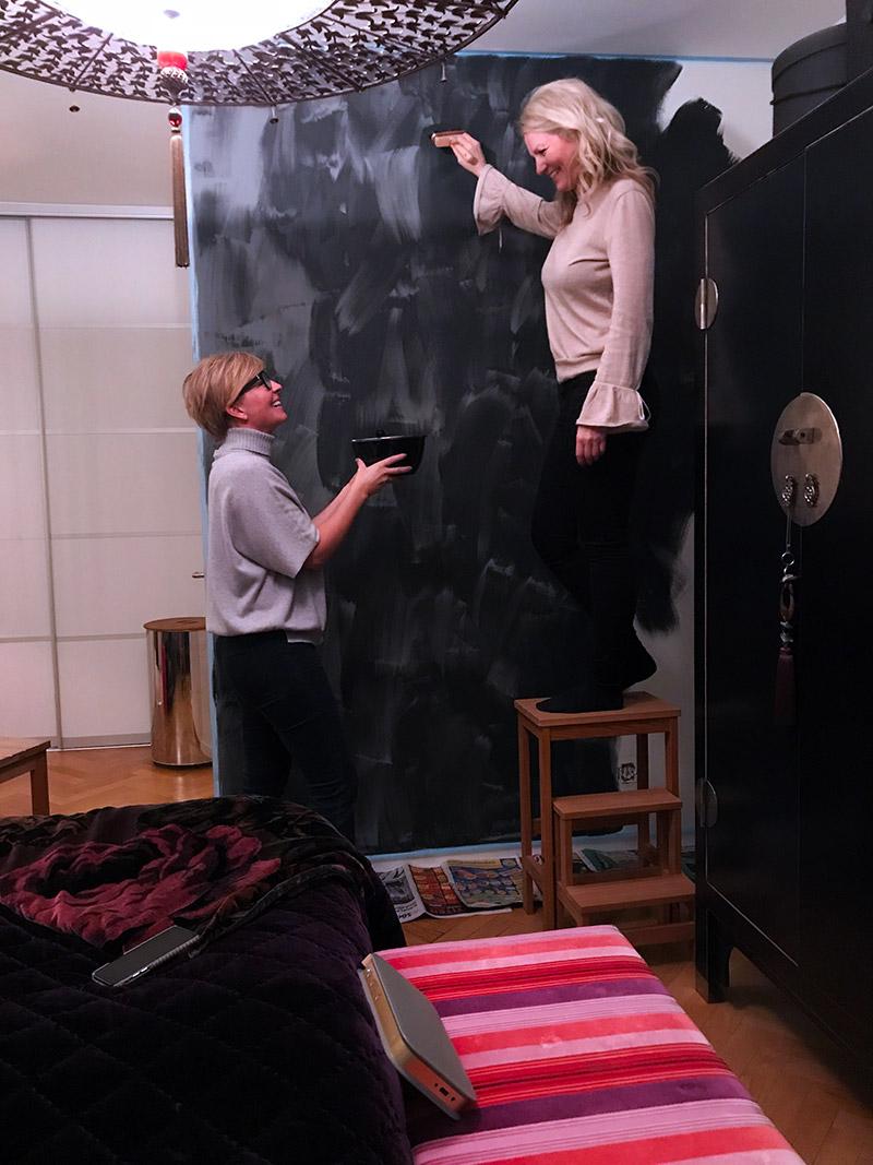 Kalkfärg och sammetskrokar hemma hos Anne-Charlotte & Tommy Körberg